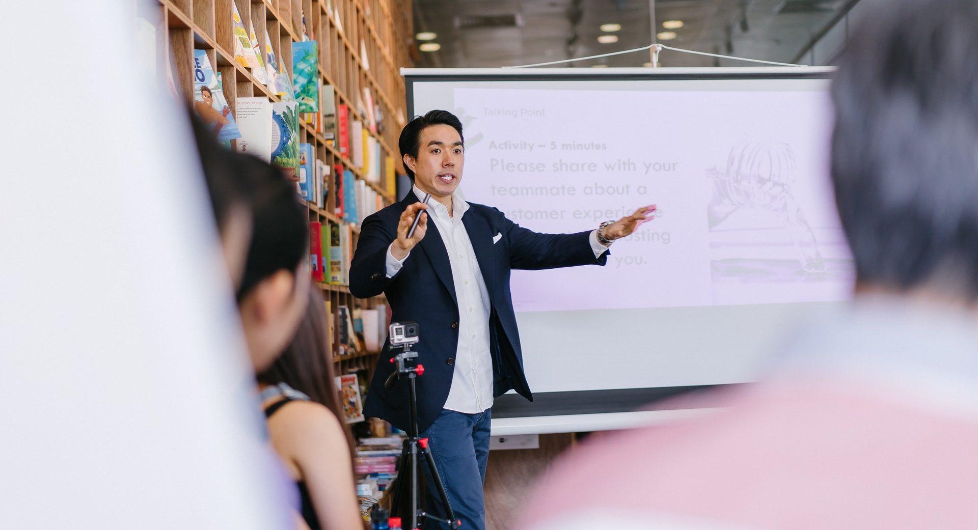 What is sales coaching: definition, importance, techniques